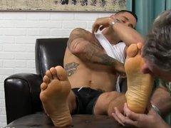 Inked hunk vidz KC relaxes  super while an older freak licks his feet