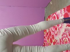 Crossdresser in vidz white jeans  super and buttplugged