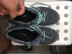 Jizz on vidz my girlfriend  super running shoes
