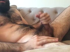 Hairy bearded vidz guy jerking  super off