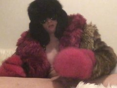 Playing in vidz my faux  super and real furs (Cumshot)