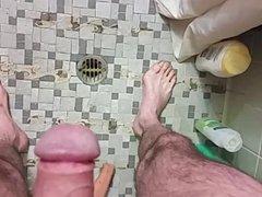 Piss in vidz shower