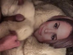 Playing with vidz Meghan Markle  super in fur