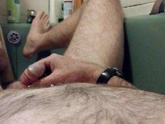 Piss in vidz SIL's bath