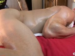 4 hands vidz Ass massage  super to this handsome delivery guy in spite of him !