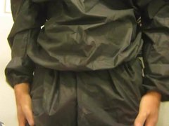 the noisy vidz return of  super the sauna suit , and loving it