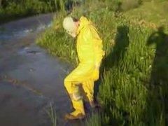 Gelber PVC vidz Anzug im  super Schlamm