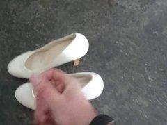Cum on vidz her sweet  super white pumps