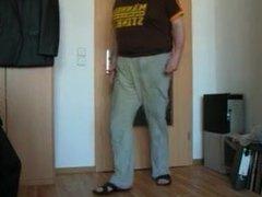 PISS - vidz PISSE: piss  super desperation b: in die Jogginghose pissen