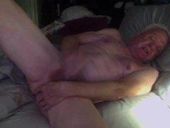 Masturbating in vidz bed