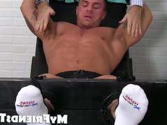 Muscular hunk vidz tied up  super and feet worshiped by a deviant