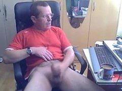 Horny dad vidz wanks off  super his uncut cock