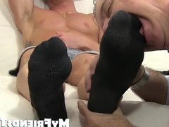 Muscle stud vidz blasts out  super a huge load while feet worshiped