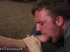 Feet loving vidz homo gives  super head after worshiping the chubby bear