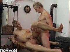 Bottom young vidz man sprays  super cum while being hammered up the ass