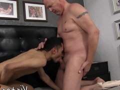 Good looking vidz gay assfucked  super and cum sprayed by old dude