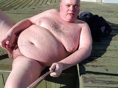 Fat man vidz pissing