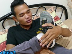 Good looking vidz Asian twink  super shows his feet and strokes hard