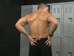 Jeremy Spreadums vidz lays back  super & rubs his growing bulge