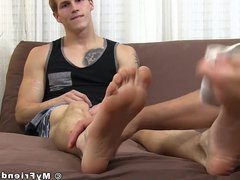 Inked stud vidz got his  super toes sucked by his misguided friend