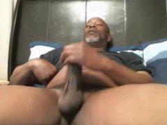 BIG BLACK vidz DADDY BEAR  super JACKING OFF IN BED