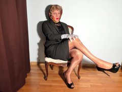 woman with vidz scarf in  super gray suit and beige nylon stockings with