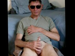 older gent vidz jacks cock