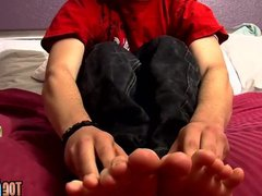 Horny young vidz man Seth  super Efron shows off feet while jerking off
