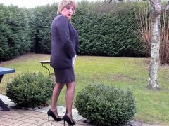 sexyputa posing vidz outdoor and  super showing seamed nyloned legs