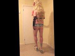 Blonde slut vidz Lynda witth  super pretty hair clips