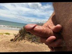 Wanking at vidz the Beach