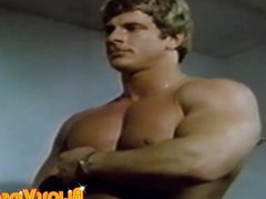 Man with vidz muscles cum  super while being watched in vintage clip